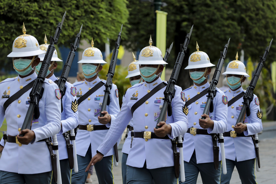 Thai Royal guards wear protective masks at the Grand Palace amid coronavirus fears in Bangkok. The coronavirus that originated from Wuhan China has spread across Asia causing panic in multiple countries inducing Thailand. Thailand has detected 25 cases. The virus has so far killed at least 565 people with over 28,018 confirmed cases worldwide.
