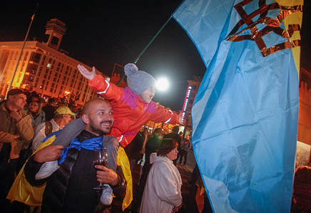 People seen celebrating with a Ukrainian flag during a celebration of the historic decision by the Ecumenical Patriarchate to recognize the independence for the Ukrainian Orthodox Church, at Independence Square in Kiev. The Istanbul-based Ecumenical Patriarchate on 11 October 2018 said it had agreed to recognize the independence of the Ukrainian Orthodox Church, a move strongly desired by Kiev but which risks stoking new tensions with Moscow.