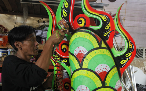 A craftsman is seen colouring the Barongsai (Lion) costume at his shop. Liong dan Barongsai (lion) dances will appear on the Chinese New Year and Cap Go Meh as a symbol of luck because of the strength and virtue they have. Liong dance costumes cost 7 million rupiah (US $ 514) and Barongsai 15.5 million rupiah (US $ 405) with a duration of 3 weeks. craftsman