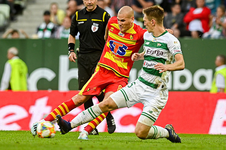 Ognjen Mudrinski from Jagiellonia Bialystok (L) and Michal Nalepa from Lechia Gdansk (R) are seen in action during the PKO Ekstraklasa League match between Lechia Gdansk and Jagiellonia Bialystok. (final score; Lechia Gdansk 1:1 Jagiellonia Bialystok).
