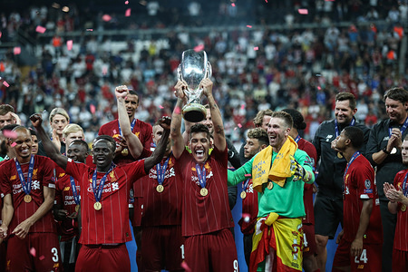 Roberto Firminio of Liverpool lifts the trophy with his team-mates at the end of the UEFA Super Cup match between Liverpool and Chelsea at Vodafone Park. (Final score: Liverpool 5 - 4 Chelsea)