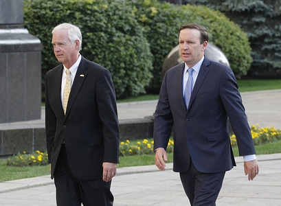 US Senators Ron Johnson (L) and Chris Murphy (R) make a statement for the media after their meeting with Ukrainian President Volodymyr Zelensky outside the Presidential Office in Kiev, Ukraine.