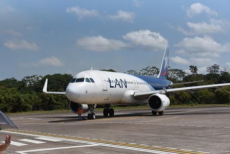 A LATAM Airlines Airbus 320 seen at Puerto Maldonado airport also know as Padre Aldamiz International Airport.
