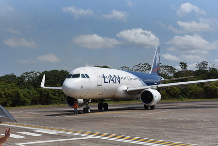 A LATAM Airlines Airbus 320 seen at Puerto Maldonado airport also know as Padre Aldamiz International Airport.