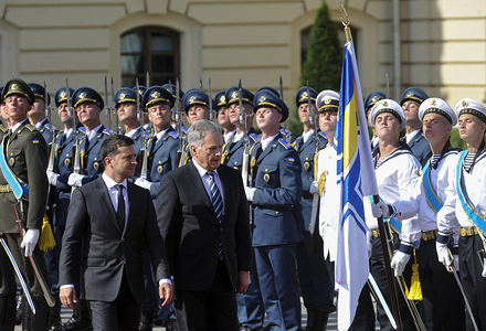 Ukrainian President Volodymyr Zelensky, (L) and President of the Republic of Finland Sauli Niinisto reviewing the honour guard during the welcoming ceremony in Kiev.