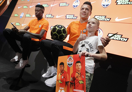 Vitao (L) also known as Vitor Eduardo and Yevhen Konoplyanka (R) in an autograph session for fans during their presentation in Kiev, Ukraine.  Ukrainian FC Shakhtar Donetsk signed a five years agreement with 19-year-old Brazilian defender Vitao and three years agreement with 29-year-old Ukrainian Yevhen Konoplyanka.