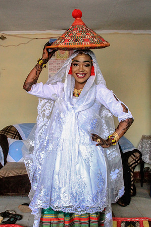 Dalifa poses in her snow white wedding gown. The Nubian wedding always goes for three days of the week or more with lots of cultural practices and rules to be followed. During the dowry dance, the grooms family and friends try to impress the family of the bride by singing different songs and performing dances as they hand over the gifts. During local Islamic wedding ceremonies in Kibera, the Nubian brothers and sisters, friends and families always gather together to show and give full support to the families of the groom and the Bride.