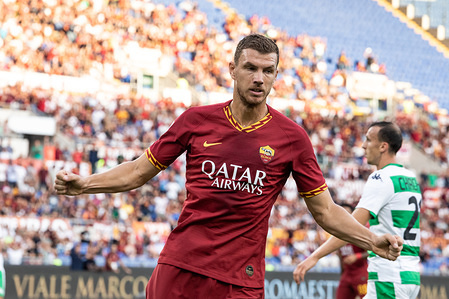 Edin Dzeko of As Roma celebrates after scoring a goal during the Serie A match between AS Roma and Sassuolo at Olimpico Stadium.(Final score: AS Roma 4:2 Sassuolo)