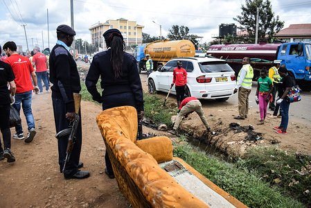 Police looking on as volunteers participate in a clean up exercise in Kasarani. Global plastic ingredients producer, Dow Chemical Company ran an awareness and cleanup project dubbed #projectbutterfly which aims at reducing plastic waste in the environment and fostering circular economy through partnerships with recycling companies.