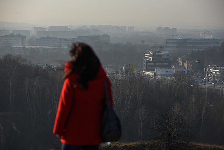 A tourist seen walking on Krakaus mound during a smog alert. Today, due to the high levels of air pollution above EU norms, according to the data of the Provincial Inspectorate for Environmental Protection in Krakow, the level of PM10 dust concentration in Krakow amounted to 137 g/m3. According to AirVisual, today Krakow is in second place among the most polluted cities in the world.