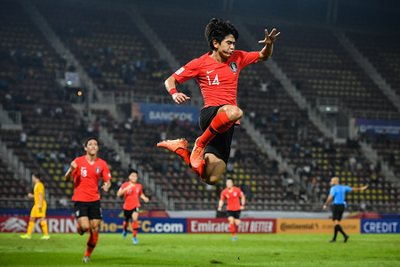 Lee Dong-Kyeong (10) of Korea Republic celebrates a goal during the AFC U-23 Championship Semi-final match between Australia and Korea Republic at Thammasat Stadium in Pathum Thani. (Final score; Australia 0:2 Korea Republic)
