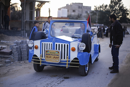 Palestinians Mahmoud Mahmoud Baraka, 55, participate in the opening procession of his car, which he produced after being inspired by the old Mercedes model he saw in Jaffa 35 years ago, an innovator from 1817 years in the southern Gaza Strip.