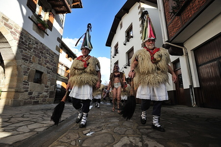 Joaldunaks parade through the streets during the carnival. The sound of the cowbells is heard through the Bidasoa Valley, Ituren a small village located in the Malerreka Region, presages the welcome of the long awaited carnivals for all the inhabitants of the region. The Joaldunaks walk the streets dressed in sandals, petticoats on tiptoe, sheepskins on waist and shoulders, colourful neck scarves, ttuntturroa (tapered hats) and a horse-hair swab on their right hand, they ring their cowbells making their sound rumble throughout the valley, thus driving away evil spirits.