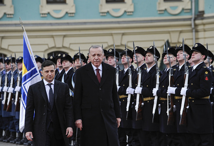 Ukrainian President Volodymyr Zelensky and his Turkish counterpart Recep Tayyip Erdogan review an honour guard during a welcoming ceremony prior to their talks in Kiev.