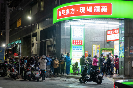 People in a queue to purchase face masks outside a pharmacy in New Taipei. In response to the pneumonia epidemic in Wuhan, masks rationing in Taiwan became the number one concern for the government. Taiwanese are only allowed to buy 2 pieces per person within 7 days at pharmacies contracted by the national health insurance (NHI) system. (200 adults and 50 kids pieces per pharmacy every day.)