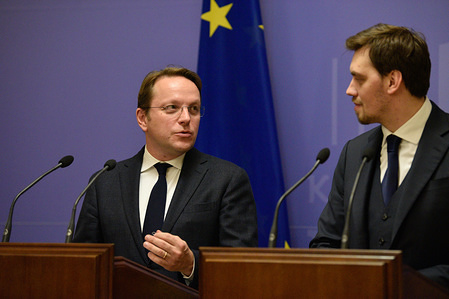 EU Commissioner for Neighbourhood and Neighbourhood Negotiations, Oliver Vargei (left) and Ukrainian Prime Minister, Alexei Goncharuk at a press conference following a meeting during the commissioner's visit to Ukraine.