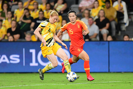 Clare Polkinghorne (L) and Song Duan (R) in action during the 2020 AFC Women's Olympic Qualifying Tournament match between Australia and China at the Campbelltown Sports Stadium in Leumeah. (Final score; Australia 1:1 China)