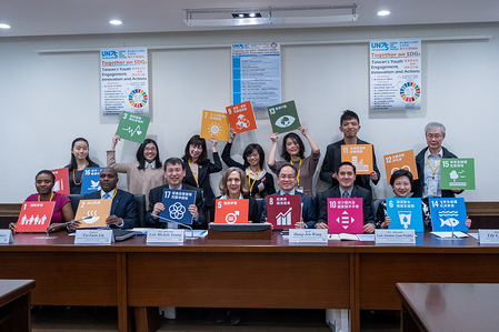 Group photo of the ambassadors, the Professors, and the participants during the seminar around SGDs. Seminar with Taiwan's allies ambassadors at the UN to address Taiwan's progress on climate issues and to talk about the recognition of Taiwan within international institutions. The 2030 Agenda for Sustainable Development Goals (SDG) was adopted by all United Nations Member States in 2015.