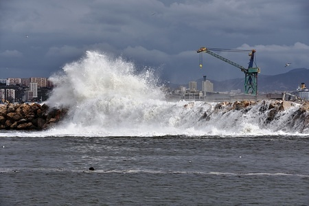 Bouches-du-Rhone department has been placed on the alert for strong winds. In Marseille, a very strong wind with punctually violent gusts required special vigilance with the risk of waves and submersion. (Achieved photo: 04/03/2017)