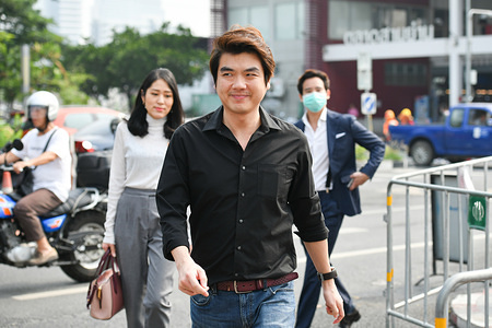 Former members of the dissolved Future Forward Party, Piyabutr Saengkanokkul, Pannika Wanich and Pita Limjaroenrat and their lawyer visited the Pathumwan Police Station to deny charges that they organised a political rally last year.