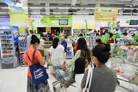 People shopping while wearing protective masks as a preventive measure against the spread of Coronavirus at a shopping mall in Bangkok. Thailand has so far reported 411 cases of COVID-19 coronavirus with most of the cases reported in the Capital city Bangkok.