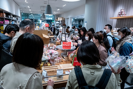 People shopping while wearing protective masks during the state of emergency over the growing spread of COVID-19 in Tokyo. The Japan government declared a state of emergency to cover Tokyo, Osaka, also covers Saitama, Kanagawa, Chiba, Hyogo and Fukuoka prefectures. Tokyo governor Yuriko Koike asked residents to self-isolate as COVID-19 spreads at a faster rate.
