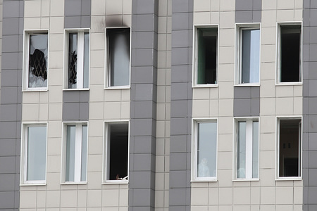 Broken windows with smoke during the fire. A short circuit caused a fire outbreak at the 6th floor in an intensive care unit of the Saint George hospital in the Severny prospect area, which reportedly killed at least five patients.