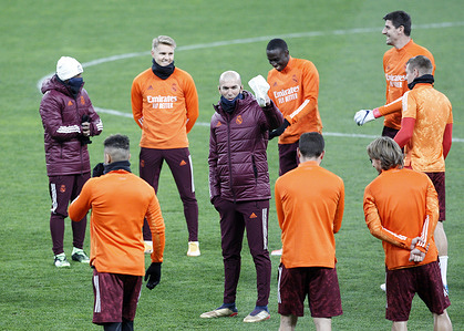 Real Madrid head coach, Zinedine Zidane speaks to his team players during a training session at the Olimpiyskiy stadium in Kiev.