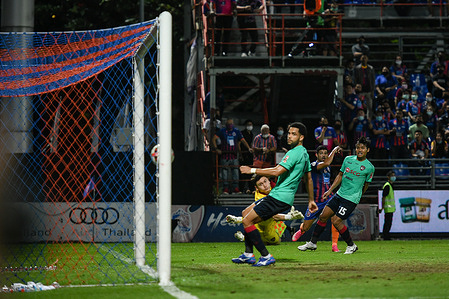 Nelson Bonilla of Port FC seen in action during the Thai League 2020 match between Port FC and Muangthong United F.C. at PAT Stadium. ( final score; Port FC 2:0 Muangthong United F.C.)