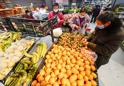 People wearing masks buy fruits at Hejiahuan supermarket. China's economy grew by 2.3 percent in 2020, the National Bureau of Statistics said on Monday. The country's annual GDP (Gross domestic product) came in at 101.59 trillion yuan ($15.68 trillion) in 2020, surpassing the 100 trillion yuan threshold, the NBS (National Bureau of Statistics of China) said.