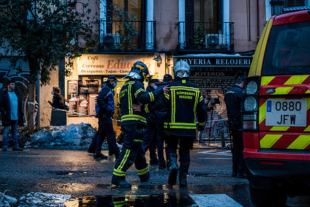 Firefighters at the scene of an explosion in the center of Madrid, thought to have been caused by a gas leak. At least three died after an explosion in a building in the center of Madrid. Around 3:00p.m in the afternoon, a strong explosion partially destroyed a building number 98 on Toledo Street, in the center of the Spanish capital. Preliminary reports point to a gas leak. The explosion caused at least three deaths in addition to eleven injured, as confirmed by the Community Government delegate, José Manuel Franco, and sources from the Madrid City Council.