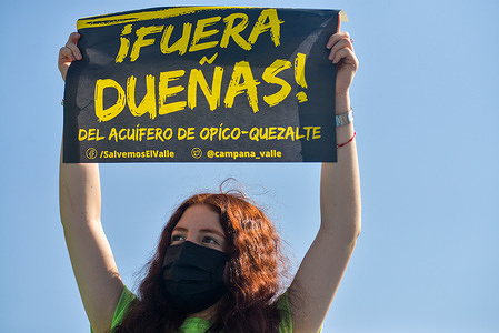 A protester holding a placard expressing her opinion during the demonstration.Members of Extinction Rebellion El Salvador demonstrate on earth day against water contracts for private businesses that worsen the water crisis for hundreds of Salvadorans.