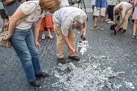 Protesters burning photos of the Spanish king, Felipe VI, during the demonstration. The Catalan association that aims at achieving the political independence of Catalonia, the Catalan National Assembly (ANC), has called a demonstration against the visit to Catalonia of the Spanish King, Felipe VI, to attend the inaugural dinner of the XXXVI Meeting of the Barcelona business organization, Circulo de Economia (Economy Circle). The demonstration was attended by the president of the ANC, Elisenda Paluzie, who participated in the burning of photos of the monarch along with the rest of the protesters.