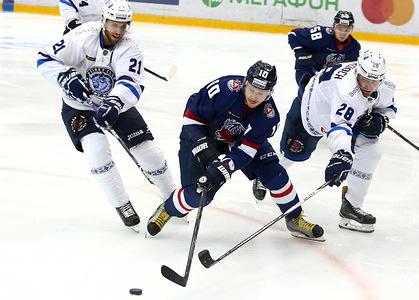 Galuzin Vladimir, Ilyin Daniil and Howden Quinton, Wiercioch Patrick seen in action during the game. Torpedo Nizhny Novgorod region beat Dinamo Minsk with a score of 3-2.